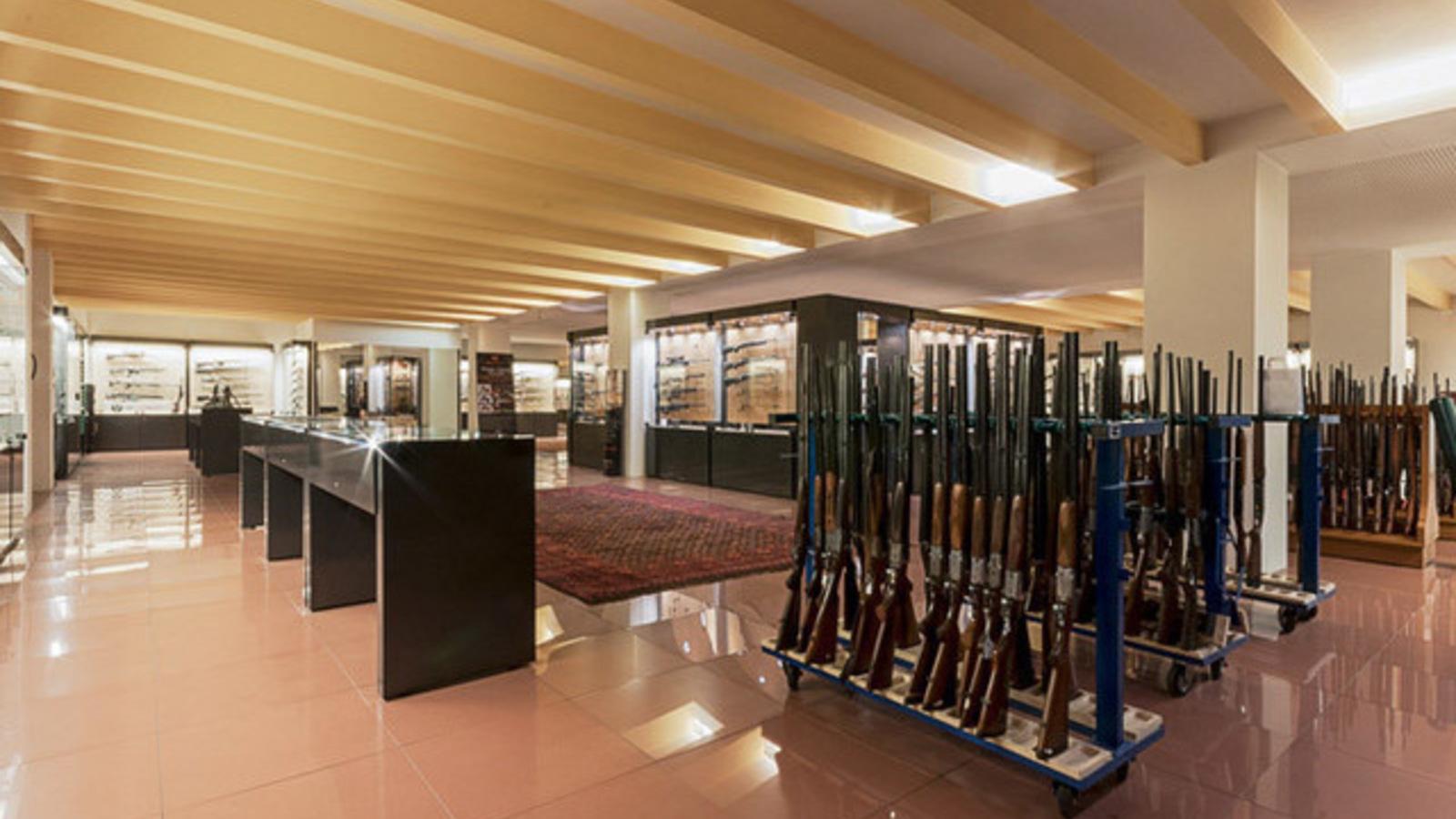 Panoramica della sala espositiva delle armi